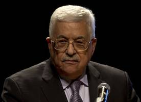 palestinian president fires all advisers amid financial crisis