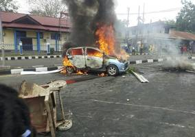parliament building torched and city paralysed as thousands protest in papua, indonesia