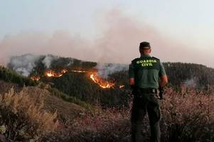 Hotels evacuated after 'out of control' wildfires in Gran Canaria
