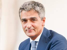 apple ceo tim cook mourns the death of europe's top data cop giovanni buttarelli