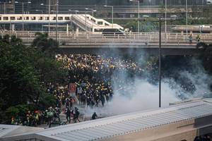 Hong Kong police fire first gunshot in protest clashes