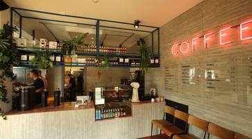 restaurant review: brunch and lunch station raises bar for street food