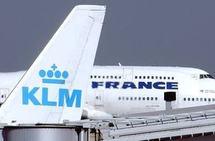 air france-klm shares slump on reports of rescue of bankrupt aigle azur
