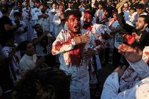 31 dead in stampede at shrine in iraq