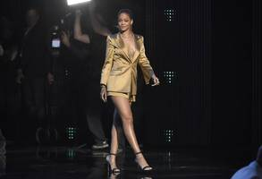 rihanna takes new york fashion week into the streaming era