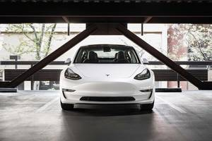 2 car experts who tore apart tesla's model 3 explain why the company is still beating gm, jaguar, and bmw in range