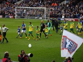 premier league: norwich city shock manchester city 3-2