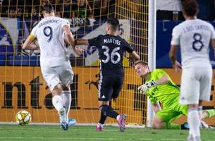 ibrahimovic's hat trick sparks galaxy in 7-2 rout of sporting kc