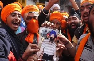 pakistan to open border crossing for india sikhs in november