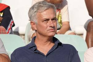 real madrid fans demand jose mourinho replace zinedine zidane after psg disaster