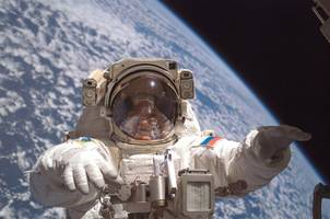 russia to give cosmonauts guns to fend off wild animals on landing