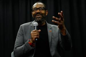 lenny henry's brilliant four-word justin trudeau jibe over 'brownface' outrage