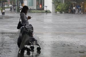 typhoon heading for kyushu left 32,000 okinawa homes in dark
