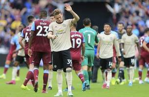 man united loses 2-0 at west ham in premier league