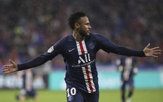 neymar scores late as psg beats lyon in french league