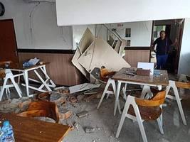 at least 20 killed in indonesian quake: disaster agency