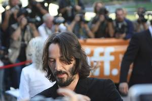 keanu says he's read the script for the matrix 4, and it's very ambitious
