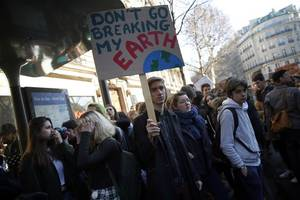 Protesters March in New Zealand in Second Wave of Global Climate Change Protests