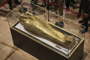 egypt gets back looted gold coffin displayed in new york