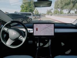 videos showing tesla's smart summon feature doing bizarre things have gotten the nhtsa's attention (tsla)