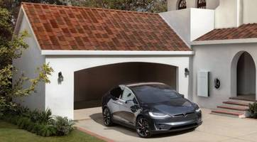 tesla smart summon and curious owners: what could go wrong?