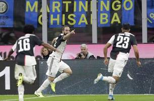 juventus wins 2-1 to end inter's perfect start