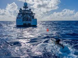 why james cameron is arguing with a fellow millionaire about who dove to the deepest point in the ocean