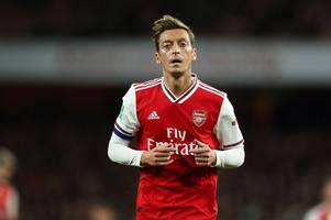 arsenal must play mesut ozil - but unai emery knows it would end transfer hopes