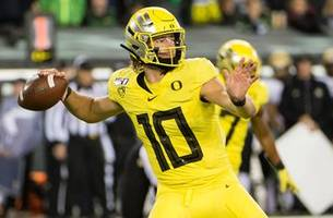 no. 13 oregon asserts pac-12 supremacy with 45-3 blowout of colorado