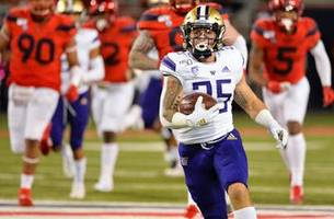 Washington keeps Pac-12 title hopes alive with blowout road win over Arizona