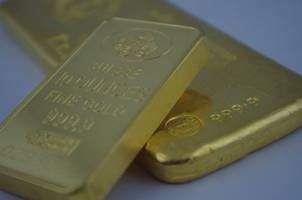 the gold price could rise to $2,000 according to analysts