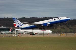 united airlines posts $1 billion profit on summer travel