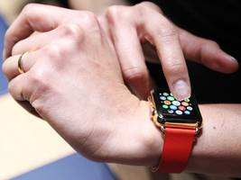 how to set the time on an apple watch manually, and even make it different from the time on your iphone