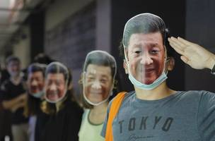 hong kong protesters mock chinese leader in defiance of masks ban