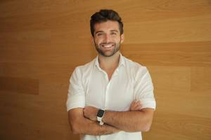 a former app economy wunderkind is now aiming to disrupt the venture world with his own investment company, and he's using facebook ads as his secret weapon