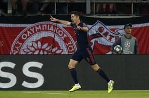 Lewandowski scores 2 as Bayern beats Olympiakos 3-2