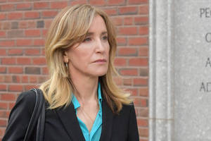 felicity huffman gets early release from college admissions case prison sentence