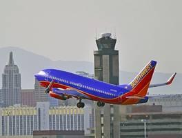Lawsuit: Flight attendant caught pilots livestreaming bathroom in cockpit during flight from Pittsburgh