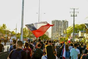 one million chileans march in santiago, city grinds to halt