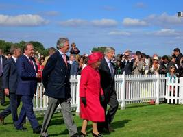 no hat trick? similarity to eu flag 'coincidence', insists queen's dresser