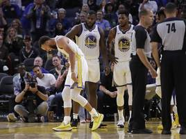 nba: stephen curry breaks left hand in another embarrassing defeat for golden state warriors