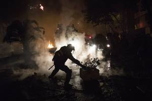 thousands protest to maintain pressure on chile governm