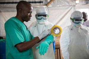 anti-ebola fighter killed as new vaccine arrives