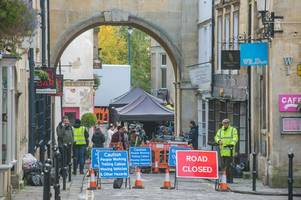 netflix: pictures from bridgerton filming shows how bath streets are transformed and taken back in time