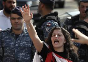protests in hezbollah stronghold continue despite intimidation