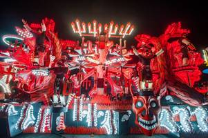 weston-super-mare carnival 2019 pictures show how spectacular the 50th anniversary event was