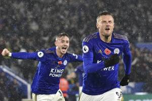 leicester continues premier league charge with convincing win over arsenal