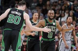 Celtics' Hayward breaks left hand against Spurs