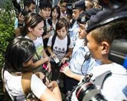 Mainland China students flee Hong Kong over protest violence fears
