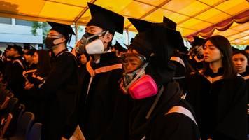 Many Hong Kong Protesters Abandon Camp At University